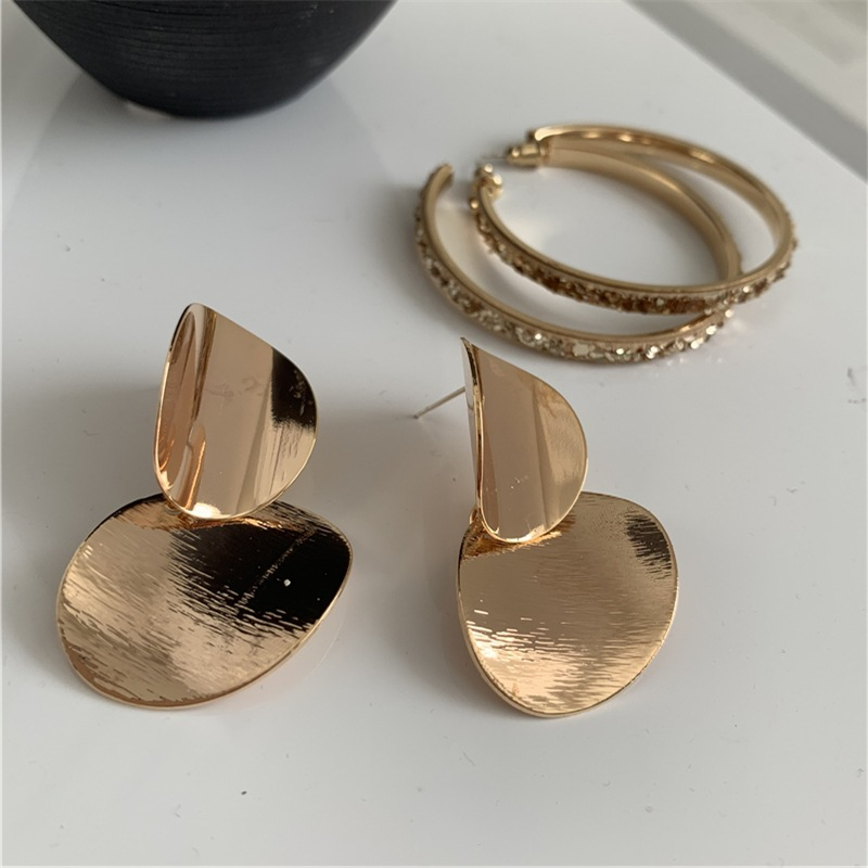 Irregular round earrings with large circle and sequined temperament NHYQ175009