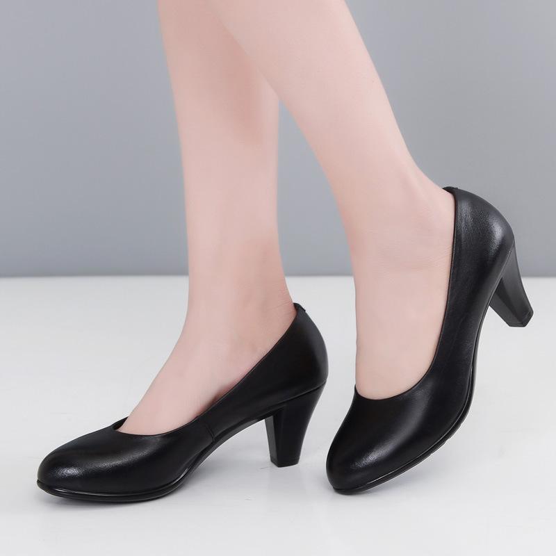 女装真皮单鞋粗跟中年30岁40女式工作皮鞋50春秋季正品牌妈妈鞋子