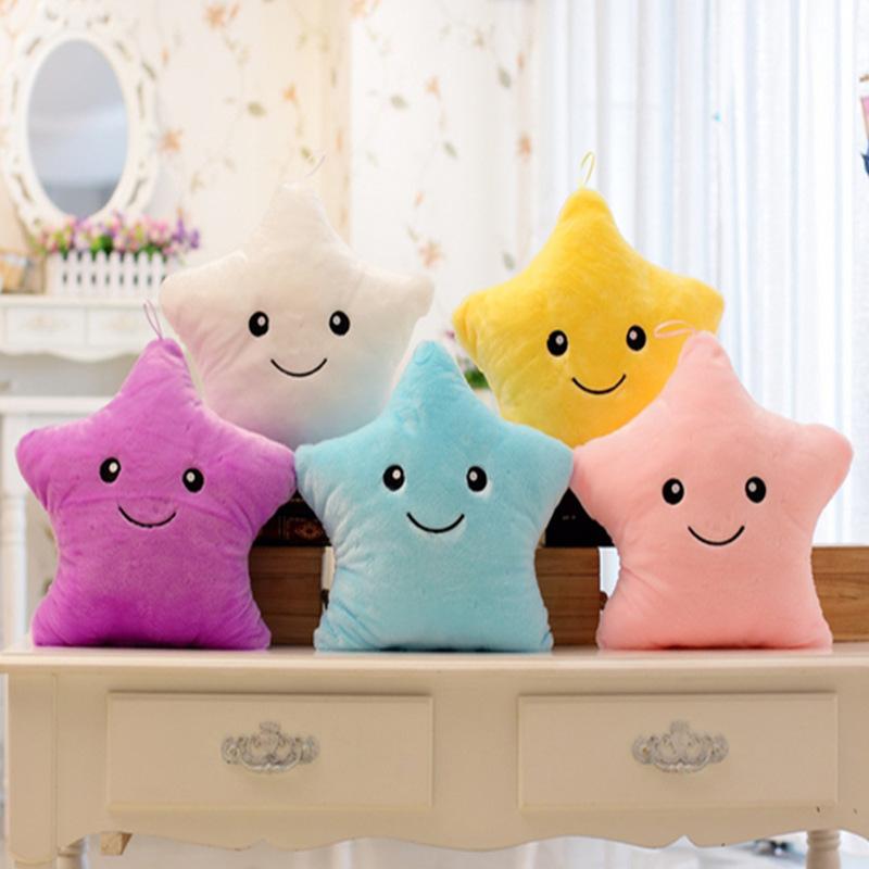 厂家直销七彩音乐发光抱枕可爱五角星夜光毛绒玩具布娃娃批发定做