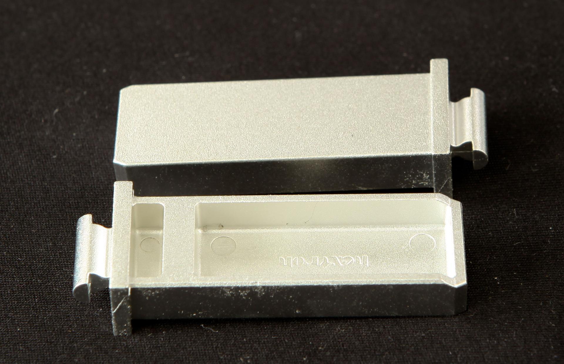 锌合金连接器外壳与支架