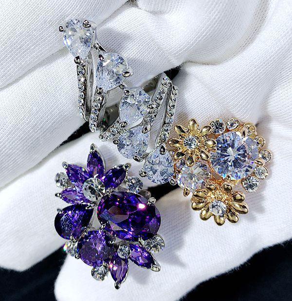 Áo kim cương Swarovski đầy đủ các yếu tố đầy màu sắc của vàng Van Gems châu Âu và Mỹ Nhẫn