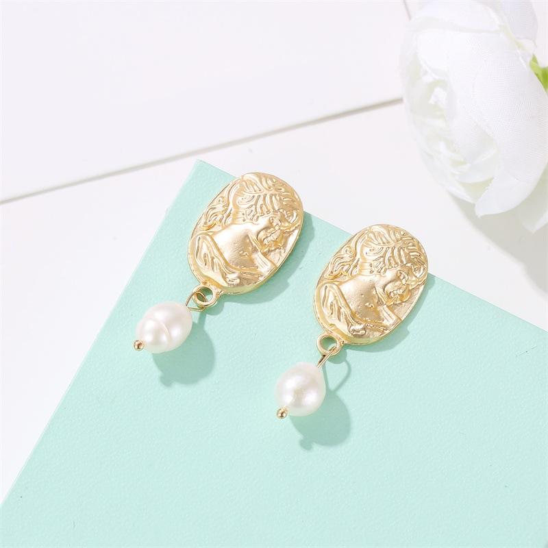 Hot avatar face pattern earrings earrings simple imitation pearl sub-gold earrings women NHCU196683