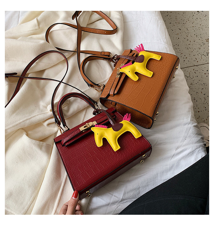 New crocodile pattern handbag female simple fashion pony pendant lock slung shoulder bag NHPB178454