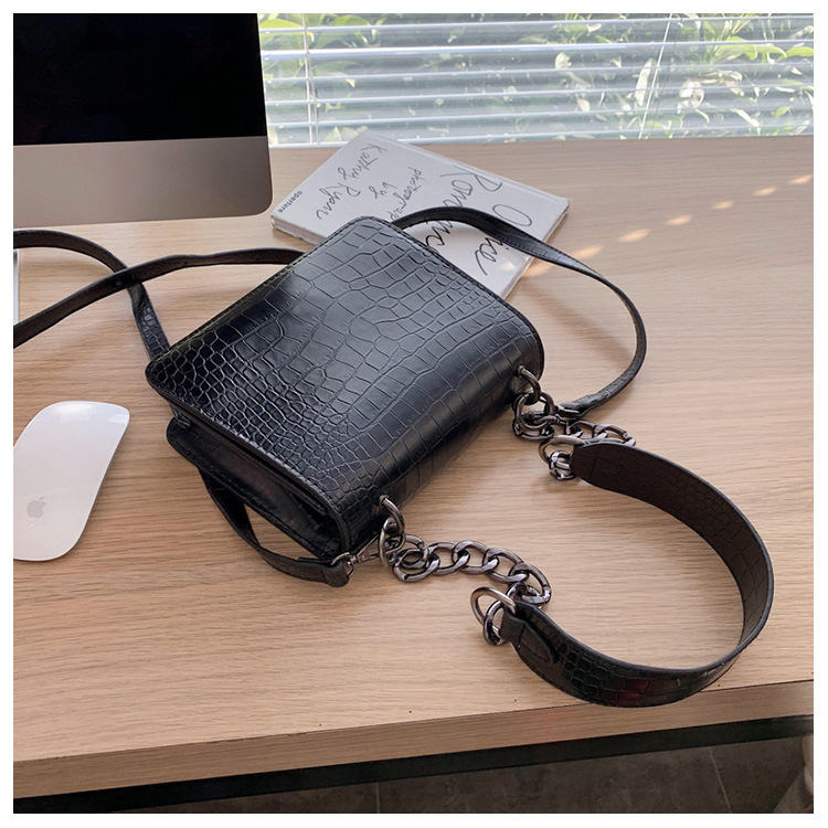 Shanghai New 2019 Winter New Fashion Women's Bag Fashion Wild Retro Small Square Bag Chain Shoulder Hong Kong Style Shoulder Bag NHTC189263