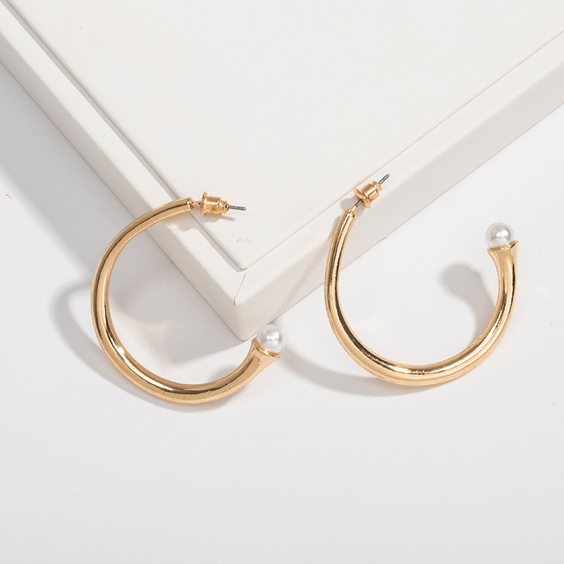 Simple metal niche irregular exaggerated exquisite Cshaped womens earrings NHAI239641