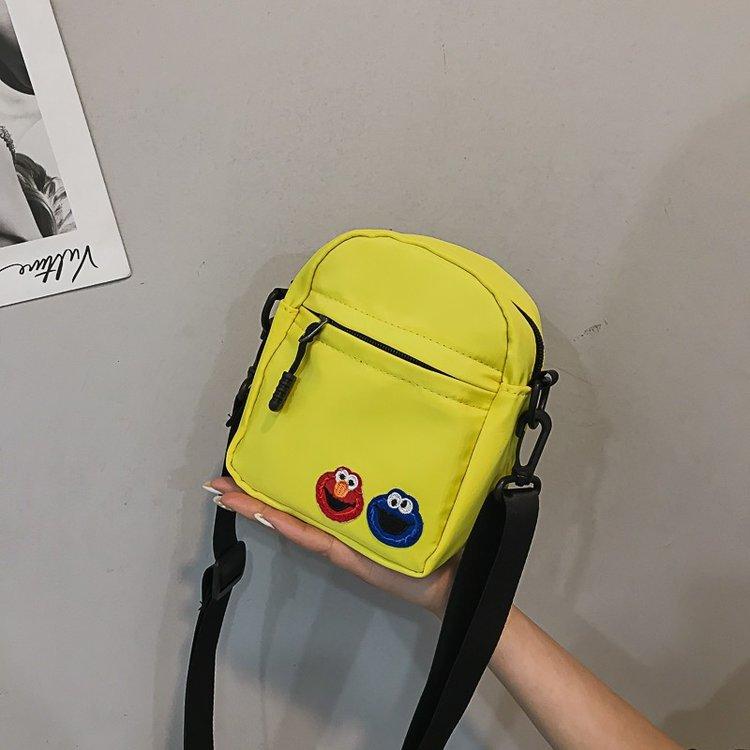 Retro cartoon cute messenger bag HX190427119648