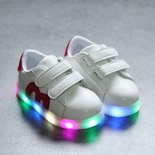 女孩子秋季亮灯皮鞋1到6岁板鞋2演出白鞋3男孩儿童4小宝宝5
