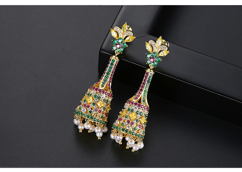New creative retro color long bell pearl women's court banquet earrings NHTM199517