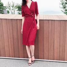 波點連衣裙女2020新款夏季紅色雪紡泡泡紗紐扣收腰中長款裹身裙