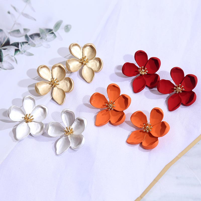 New spray paint geometric three-dimensional flower earrings female Korean simple alloy girl heart earrings wholesale NHLA204622