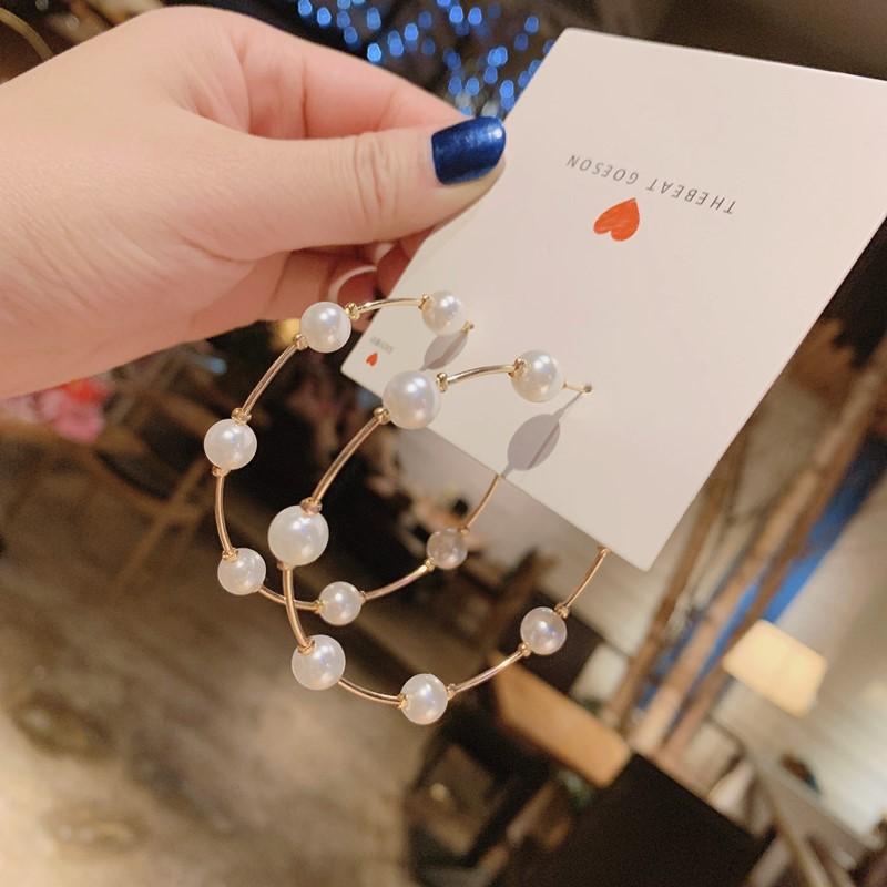 Korean retro circle pearl earrings women simple fashion big creative c-shaped pearl earrings NHPF196100