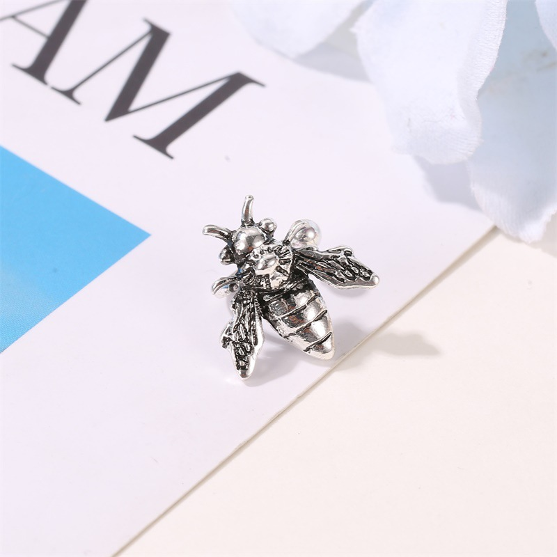 New fashion retro distressed metal bee earrings ushaped single insect ear bone clip NHMO209151