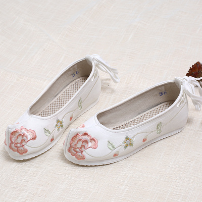 Embroidered hanfu shoes with increased height in the shoes of Han nationality princess fairy cosplay clothing shoes for women