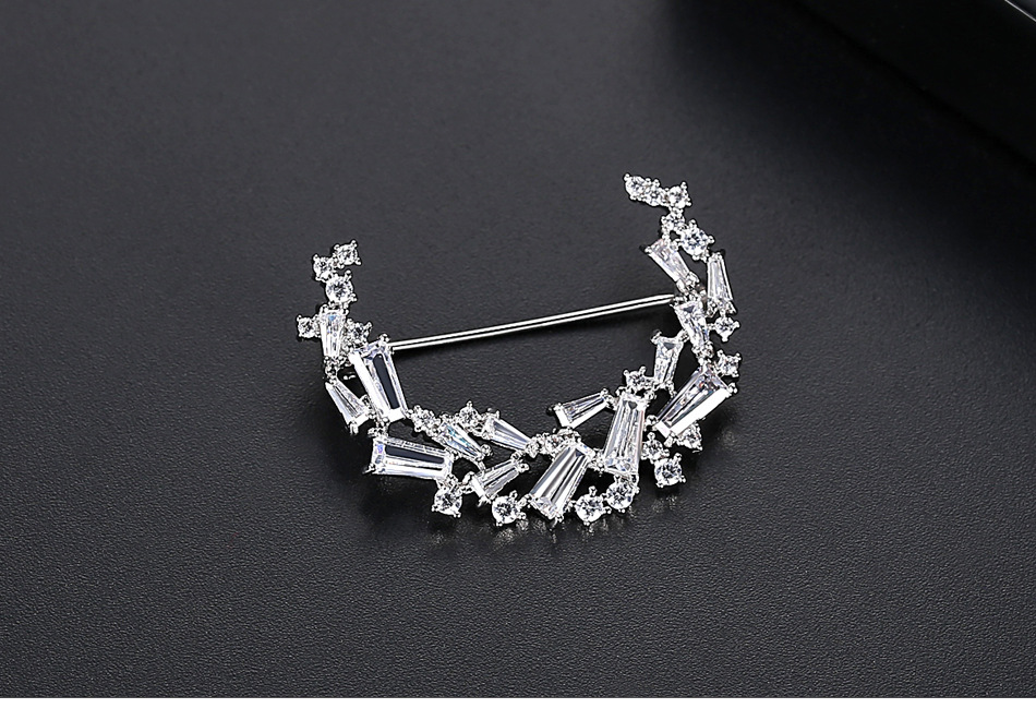Fashion Korean  new ladies copper inlaid zircon crescent-shaped clothing wholesale NHTM199522