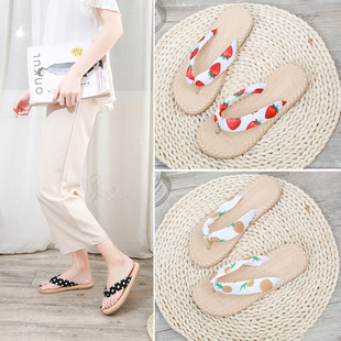 Non-slip flip-flop sandals and slippers for women's outer wear