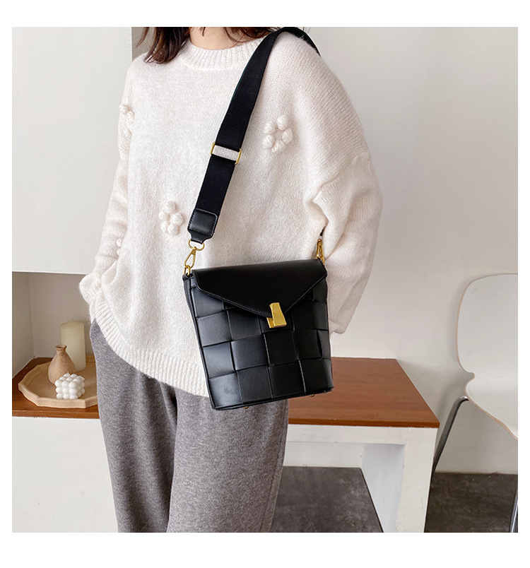 Fashion coin purse Hong Kong style retro clip personalized shoulder crossbody bag NHLD187212