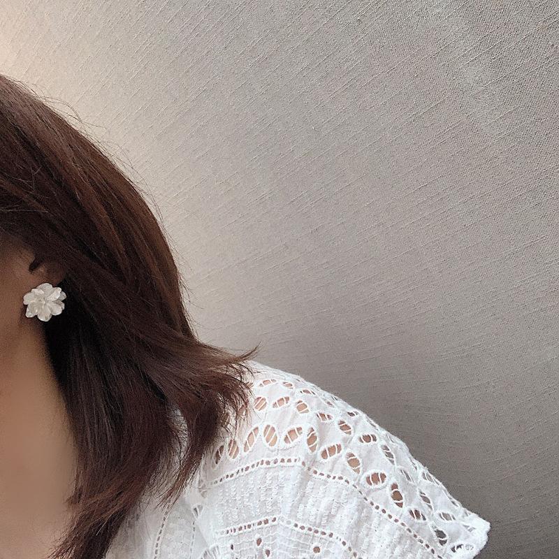 Korean white flower resin earrings  NHBY335013