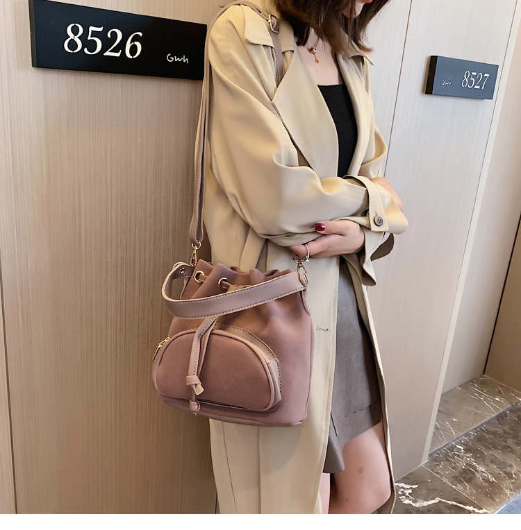 2019 new matte solid color portable bucket bag female simple fashion patent leather drawstring shoulder Messenger bag NHPB178441