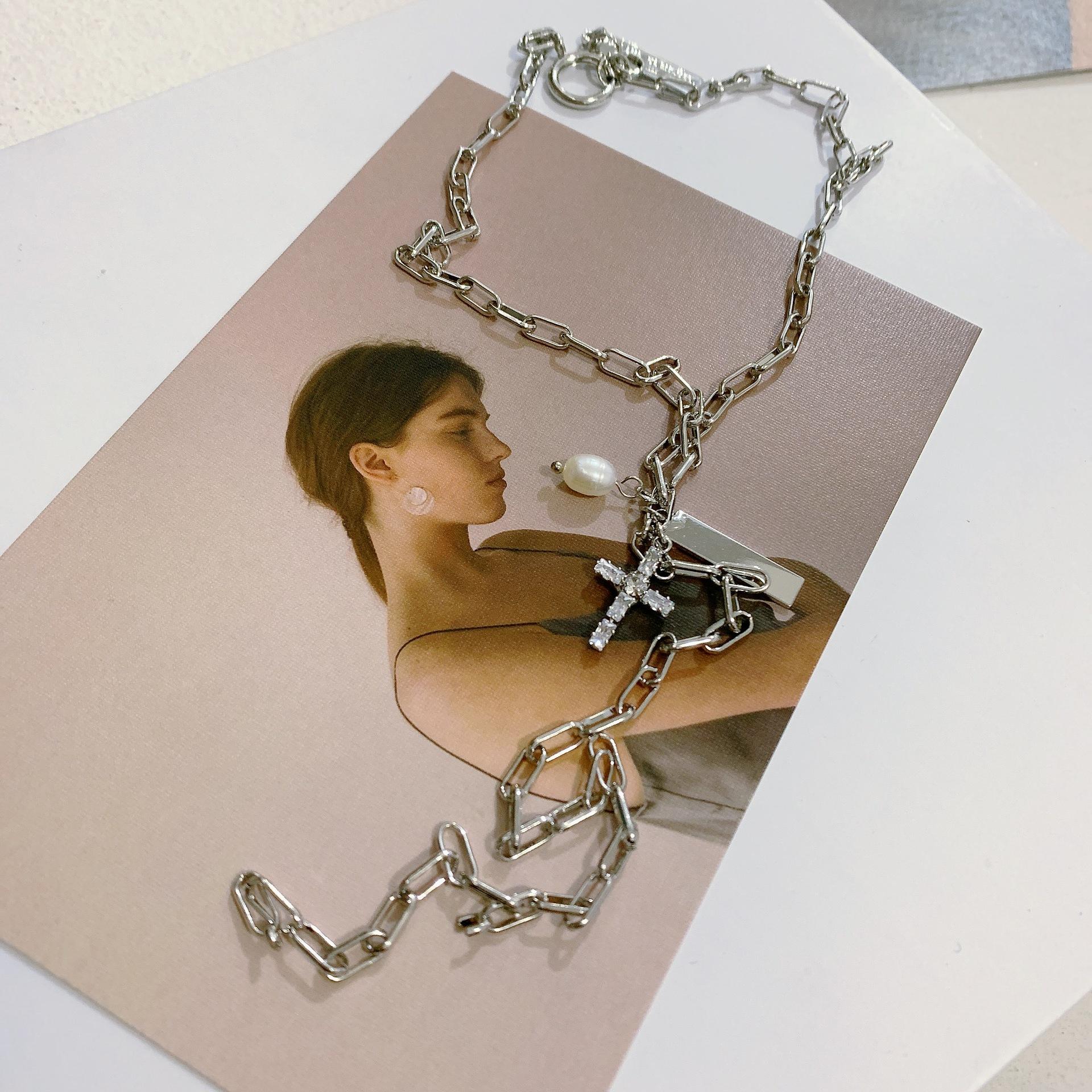 Vintage Baroque Pearl Cross Diamond Zircon Slender Clavicle Chain NHYQ186999