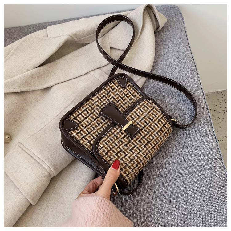 New Korean version of simple retro wild fashion woolen tassels houndstooth shoulder diagonal small square bag NHPB196918