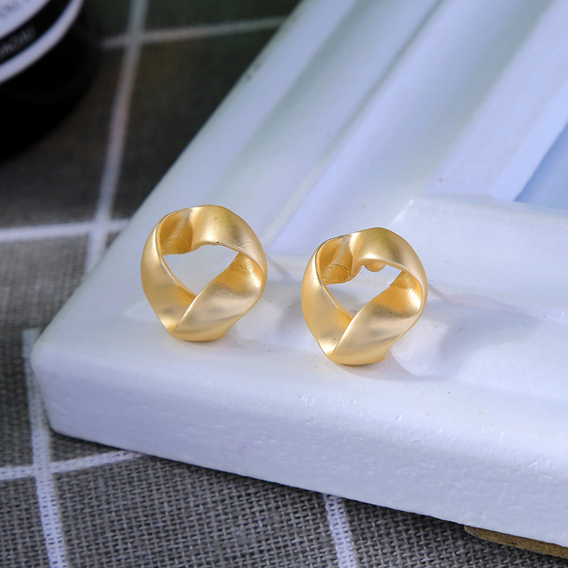 Simple earless ear clip female new small commuter earrings NHQD175410