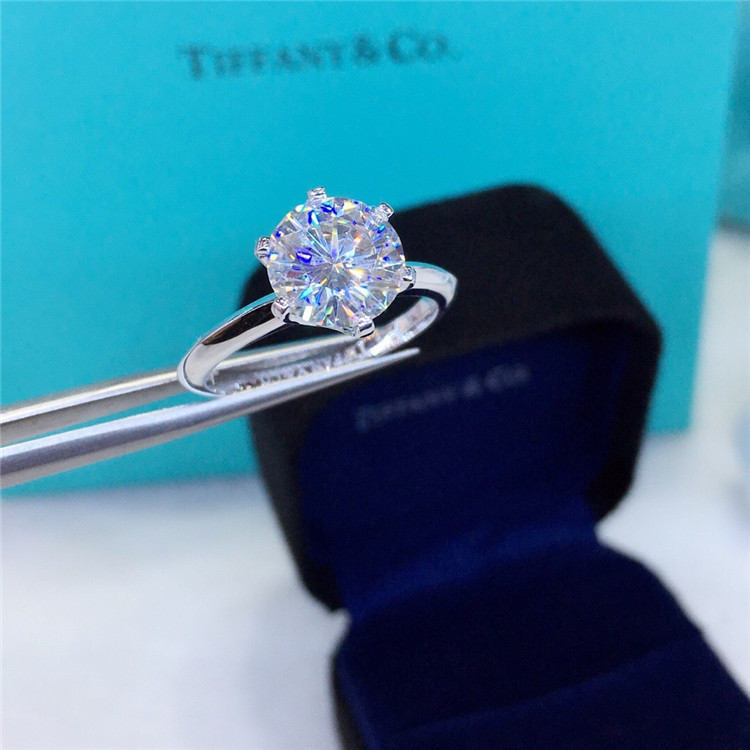正品莫桑钻戒指 18K金镶嵌D色超闪莫桑钻戒指 经典六爪 支持订制