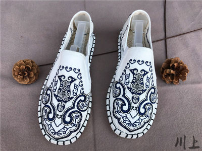 Old Beijing linen clothing shoes for men and men Melaleuca Bottom Blue and White Porcelain Embroidered Handmade chinese kungfu clothes Shoes