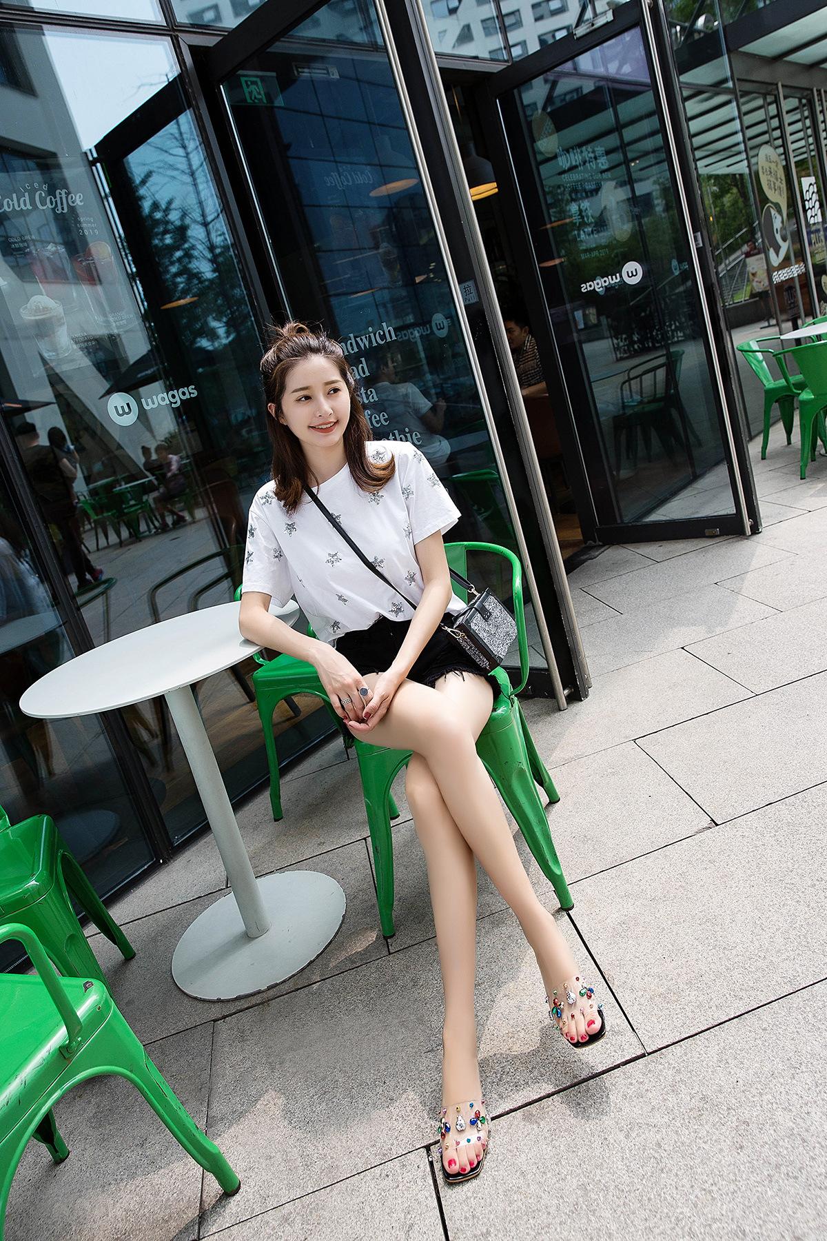 Nueva moda coreana zapatos de mujer transparentes con zapatillas de diamantes de imitación verano salvaje palabra arrastre zapatos de cristal de raíz gruesa al por mayor nihaojewelry NHYR221844