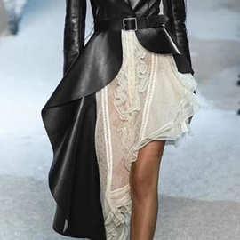 欧美大牌走秀款时尚个性配腰带收腰显瘦不对称黑色皮革西装外套女