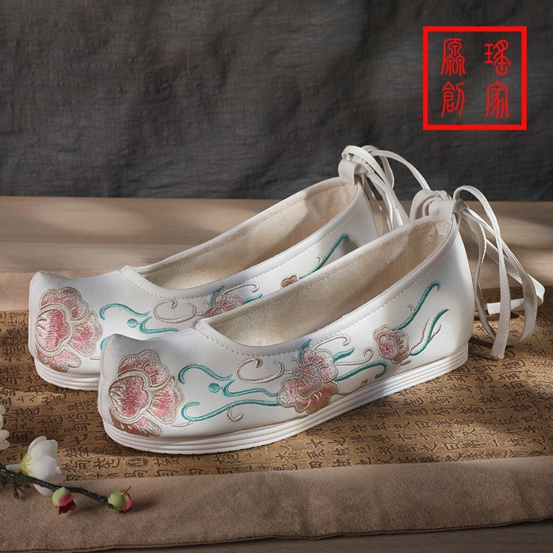 Ancient women ancient Hanfu clothing shoes with ancient high-rise embroidered raised head flat bottom bow shoes with high heels