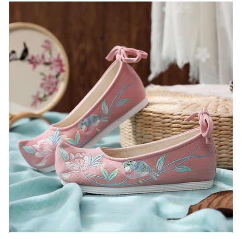 Chinese hanfu shoes for women retro inner height shoes ancient opera clothes embroidered flat shoes for women