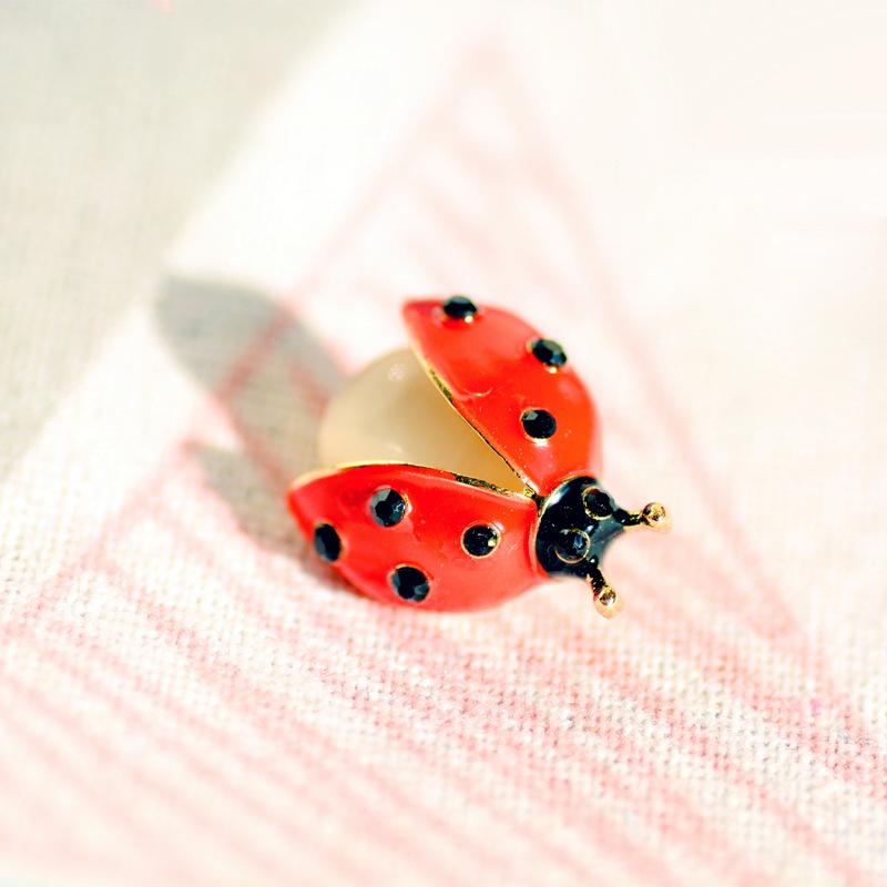 创意迷你昆虫胸针七星瓢虫防走光配饰胸花可爱百搭衣服别针扣领针
