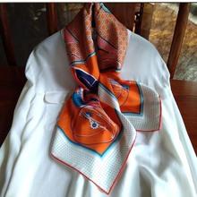 衣柜里的经典明亮橙马车系列真丝斜纹绸小方巾桑蚕丝丝巾围巾披肩
