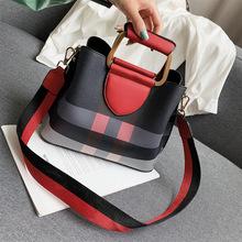 外贸女包2019新款简约英伦风格子水桶包时尚撞色手提单肩斜挎包包