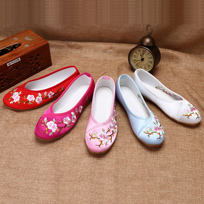ancient Chinese folk dance hanfu embroidered shoes with cheongsam and Hanfu