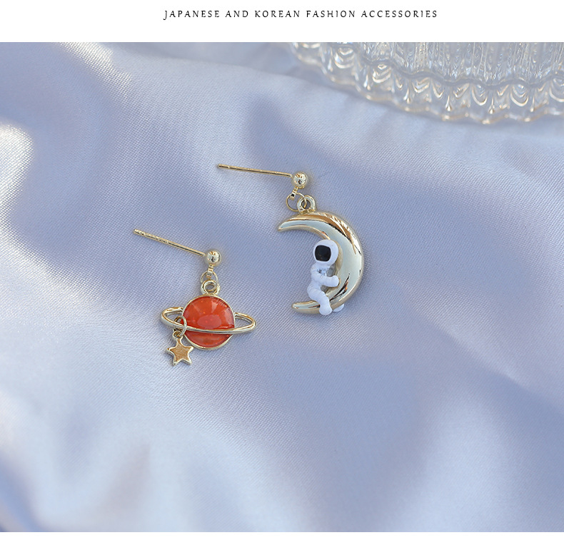 Japan and South Korea fun design sense planet astronaut earrings S925 silver needle oil painting female niche net red earrings NHDO190011