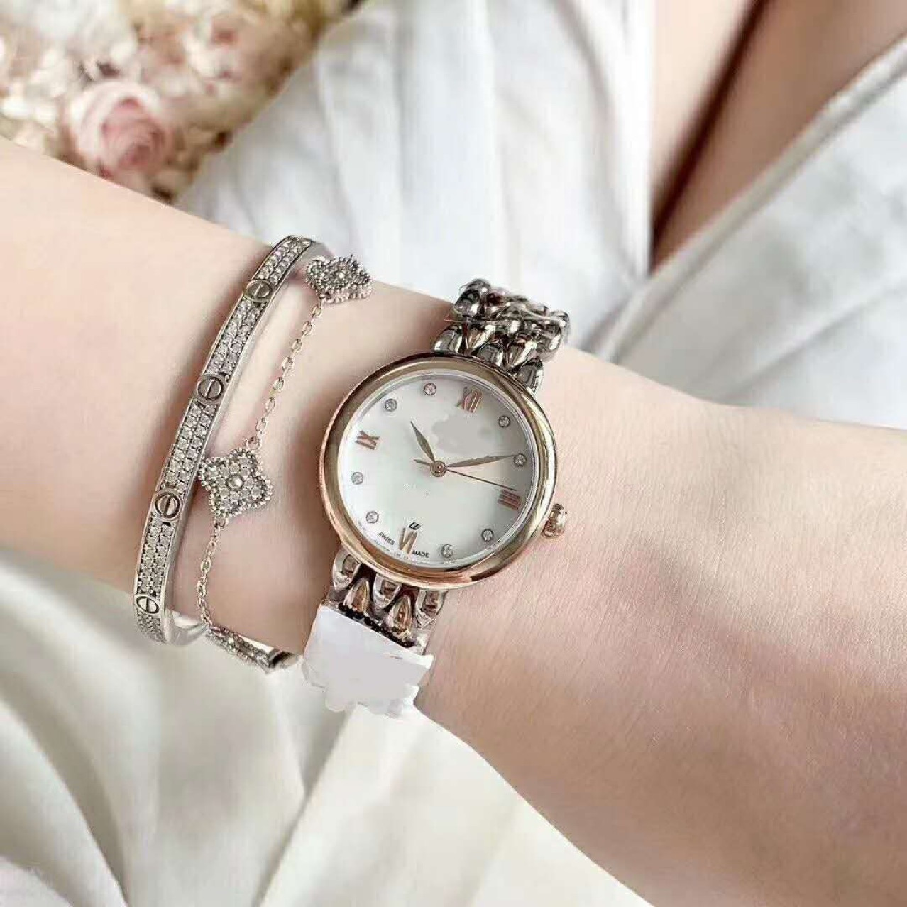 休闲指针通用钨钢电子银色圆形手表