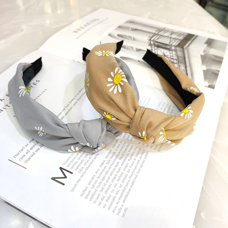 Korean fashion new best selling small daisy knotted headband high-end wide-brimmed fabric hairpin gauze simple pressure headband  wholesale nihaojewelry NHUX221725