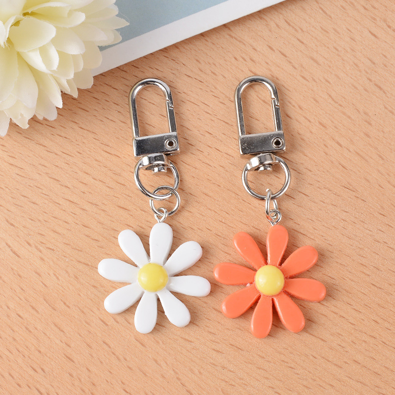 hot sale fashion new simple  alloy small daisy key chain creative cute girl bag pendant car key chain nihaojewelry wholesale  NHCB216411