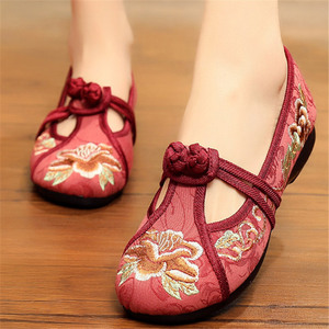 Season Beijing shoes women Chinese folk dance hanfu embroidered shoes people with polyester soles of national shoes