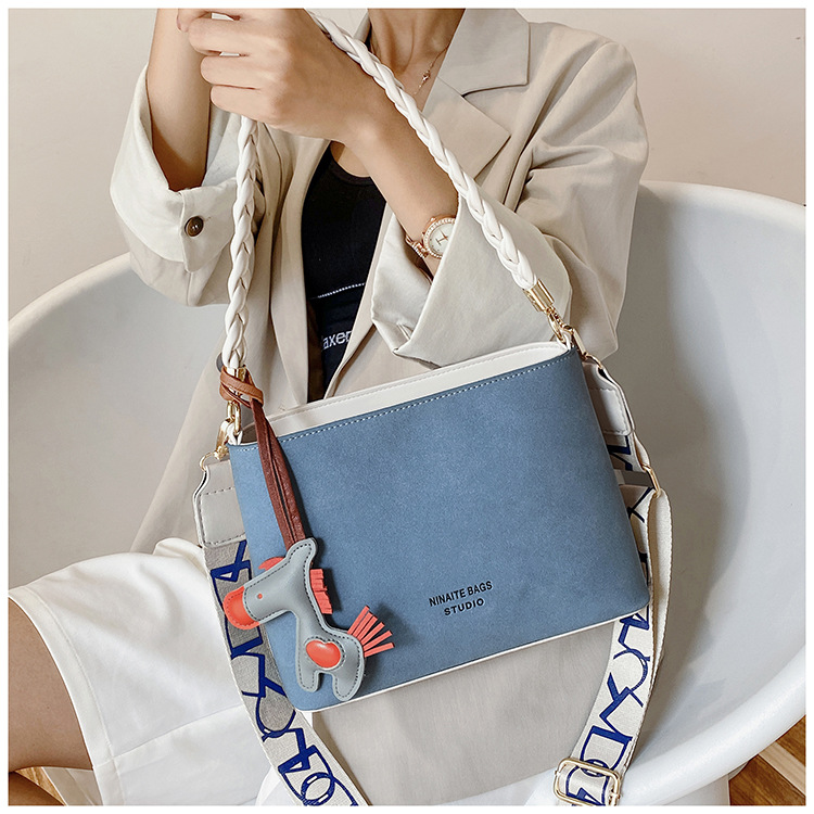 new trendy small handbags woven one-shoulder messenger bag oceanic portable bucket bag wholesale NHTC240115