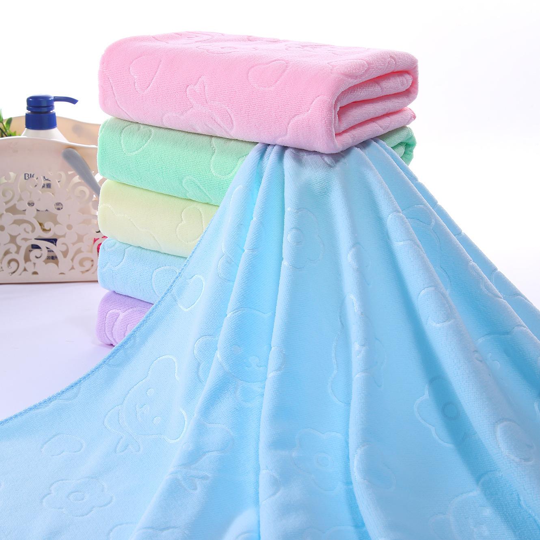厂家直供地摊夜市超细纤维压花浴巾干巾沙滩巾柔软吸水性好