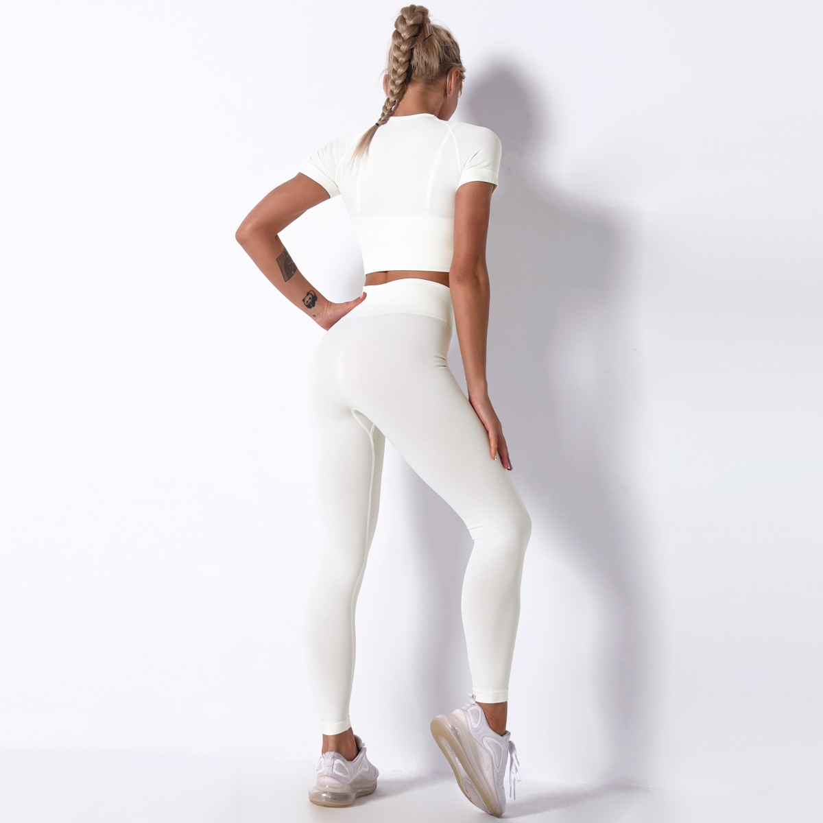 seamless knitted short-sleeved trousers yoga suit  NSNS11048