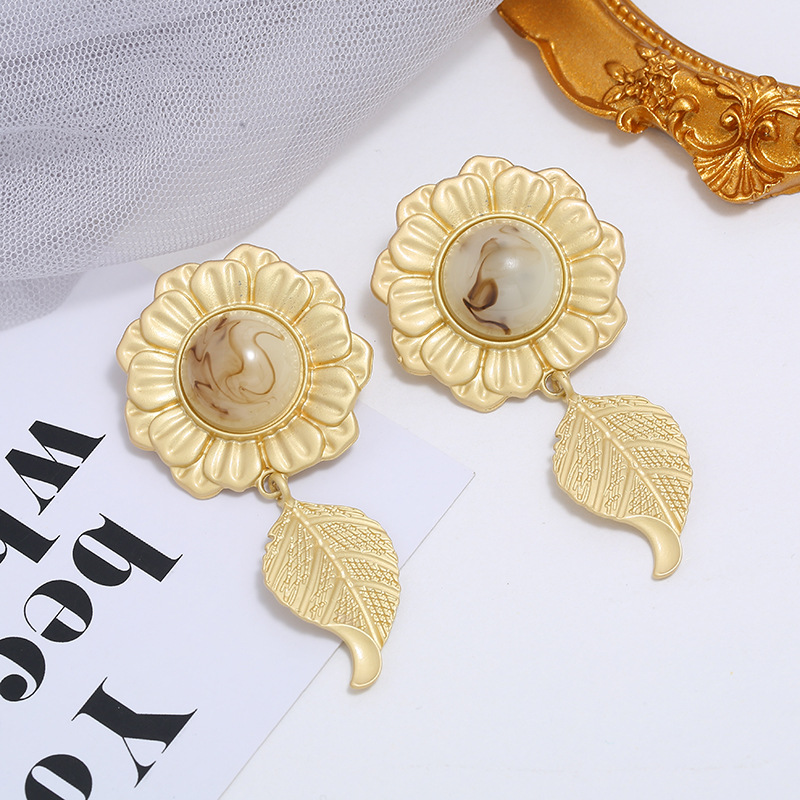 Flower earrings explosion models plant earrings long alloy earrings wholesale NHKQ194152