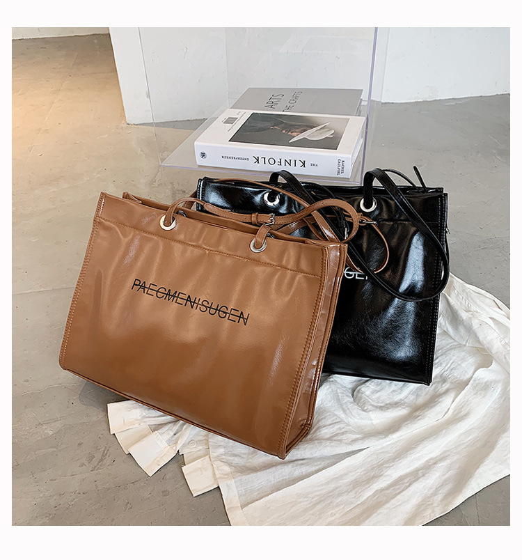 new trendy fashion oneshoulder messenger casual allmatch simple and largecapacity womens handbags  NHTC247740