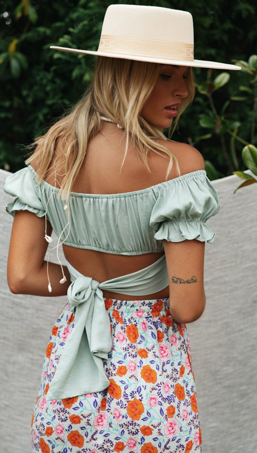 spring and summer new lantern short-sleeved square V-neck umbilical back tie pleated solid color crop top NSDF493