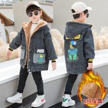 童装2020冬季新款大童韩版牛仔加绒风衣男童连帽后背卡通字母外套