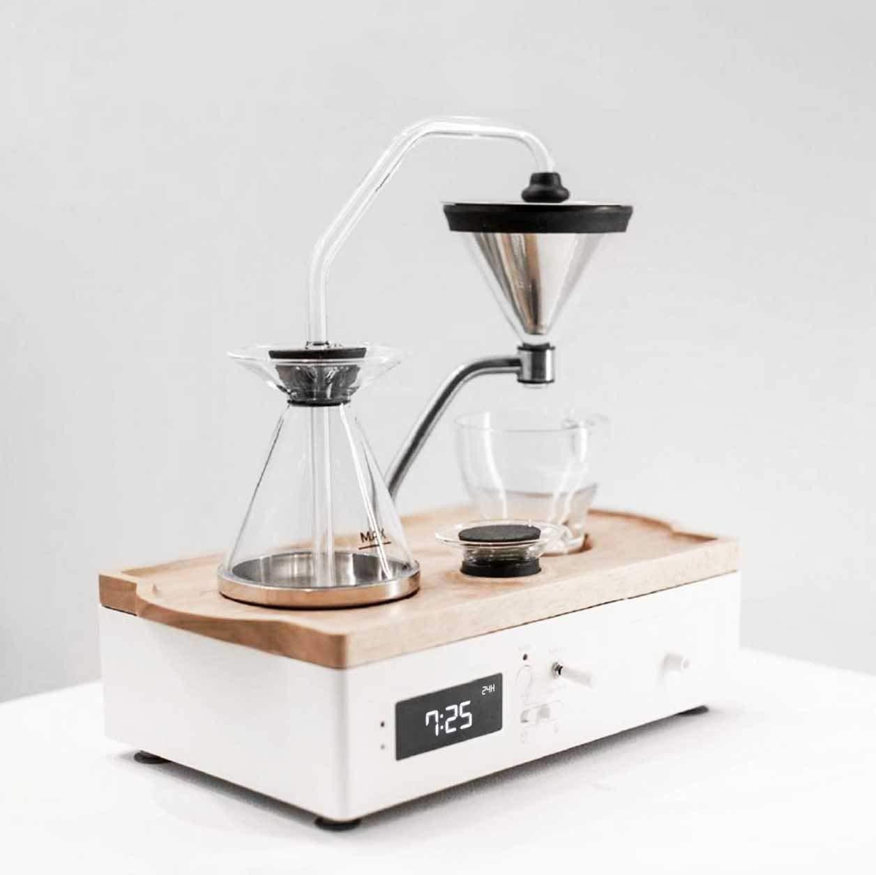 سيقوم Barisieur بإعداد القهوة وإيقاظك بمنبه منبه بجانب السرير وآلة صنع القهوة الأوتوماتيكية