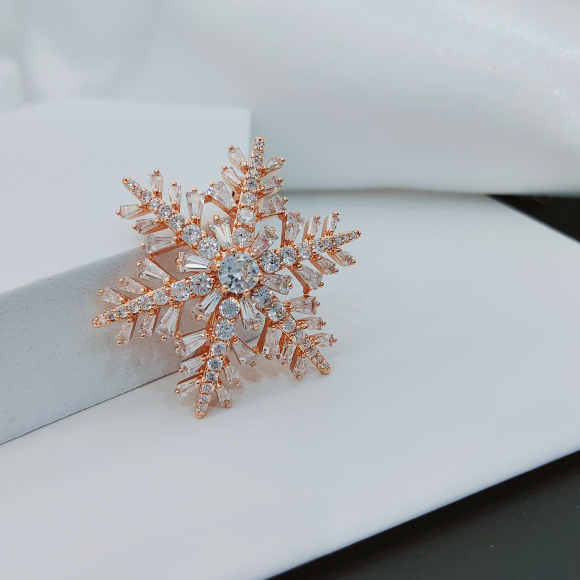 Autumn new Korea allmatch goldplated microinlaid zircon snowflake brooch simple copper sweater corsage NHLJ260026