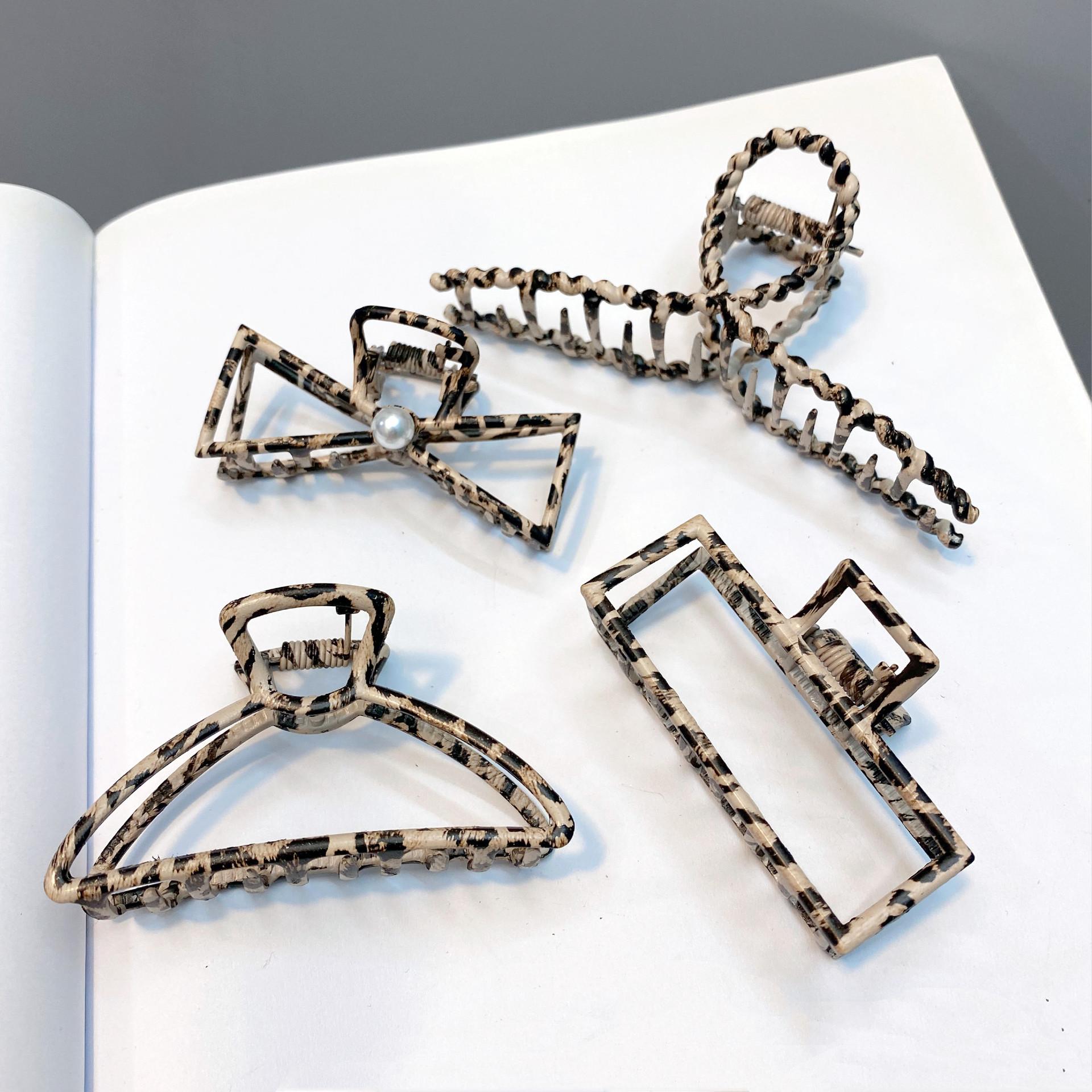Korean retro simple leopard print catch clip  NHFS284690